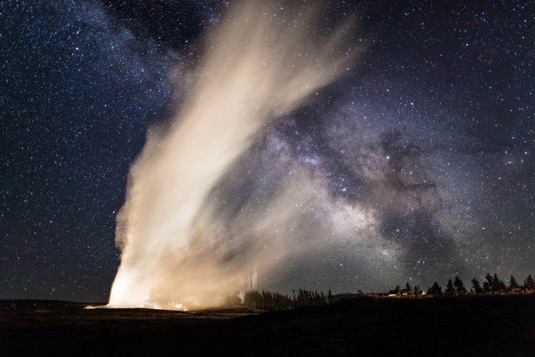 old-faithful-yellowstone